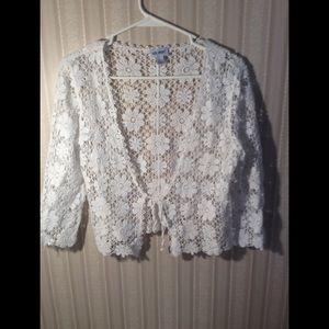 Vicki Wayne White Short Crochet Sweater. Size Sm.